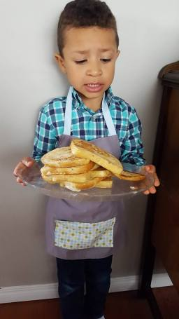 Finger licking French Toast : letting little fingers cook